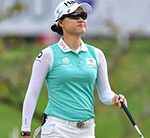 Minjee Lee near Thailand leader